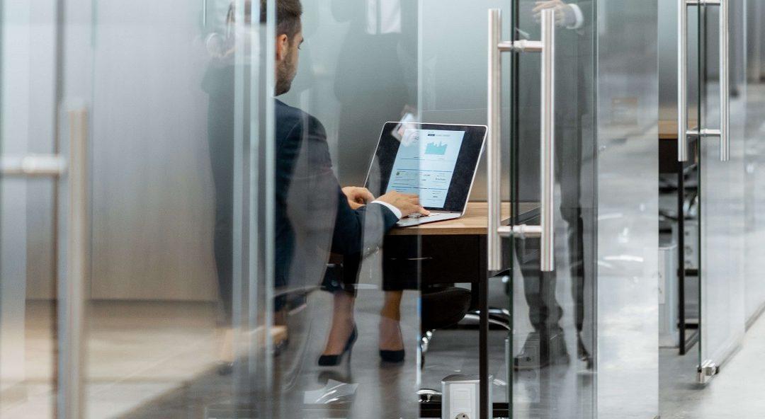 Мобильные перегородки для офиса: плюсы и минусы